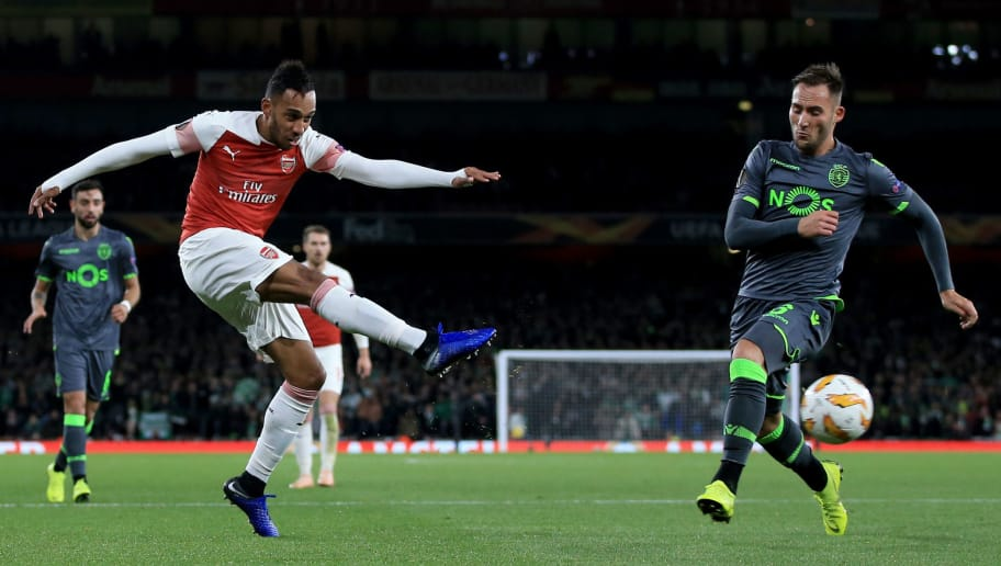 LONDON, ENGLAND - NOVEMBER 08: Pierre-Emerick Aubameyang of Arsenal shoots during the UEFA Europa League Group E match between Arsenal and Sporting CP at Emirates Stadium on November 8, 2018 in London, United Kingdom. (Photo by Marc Atkins/Getty Images)