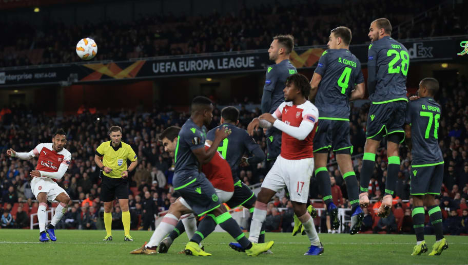 LONDON, ENGLAND - NOVEMBER 08: Pierre-Emerick Aubameyang of Arsenal steers a late free kick wide during the UEFA Europa League Group E match between Arsenal and Sporting CP at Emirates Stadium on November 8, 2018 in London, United Kingdom. (Photo by Marc Atkins/Getty Images)
