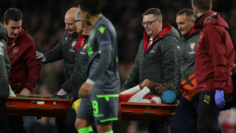 LONDON, ENGLAND - NOVEMBER 08: An injured Danny Welbeck of Arsenal is carried off on a stretcher during the UEFA Europa League Group E match between Arsenal and Sporting Lisbon at Emirates Stadium on November 08, 2018 in London, United Kingdom. (Photo by Richard Heathcote/Getty Images)