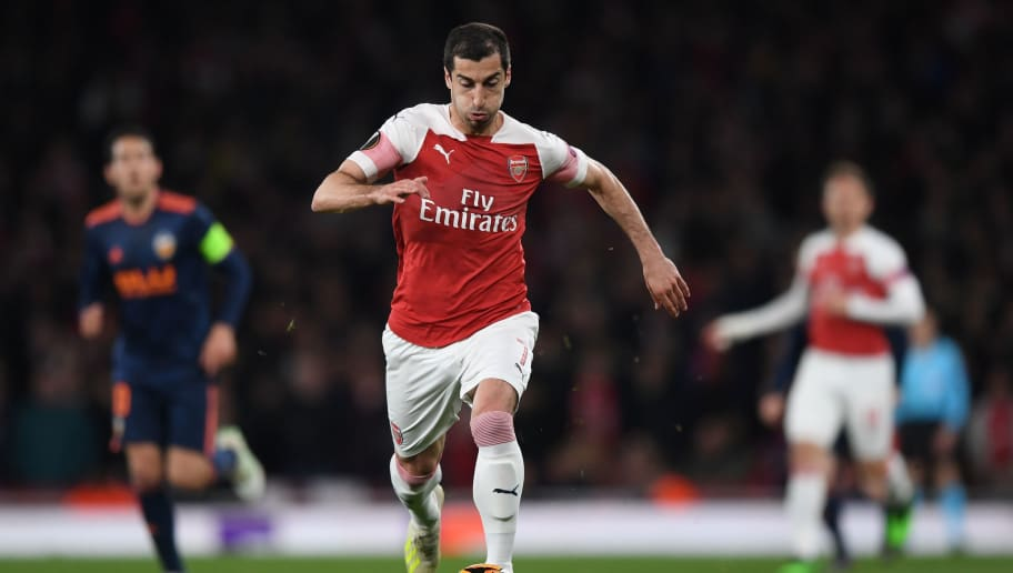sports shoes bef38 1cca6 Arsenal Fans Wearing 'Henrikh Mkhitaryan' Jersey Stopped by ...