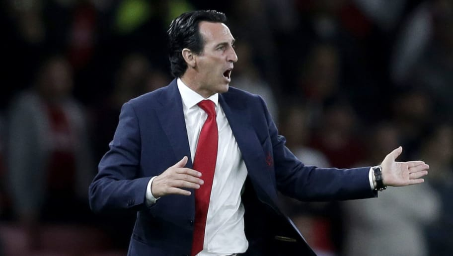 LONDON, ENGLAND - SEPTEMBER 20:  Unai Emery, Manager of Arsenal gives his team instructions during the UEFA Europa League Group E match between Arsenal and Vorskla Poltava at Emirates Stadium on September 20, 2018 in London, United Kingdom.  (Photo by Henry Browne/Getty Images)