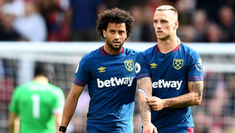 LONDON, ENGLAND - AUGUST 25:  Felipe Anderson and Marko Arnautovic of West Ham United speak during the Premier League match between Arsenal FC and West Ham United at Emirates Stadium on August 25, 2018 in London, United Kingdom.  (Photo by Clive Mason/Getty Images)