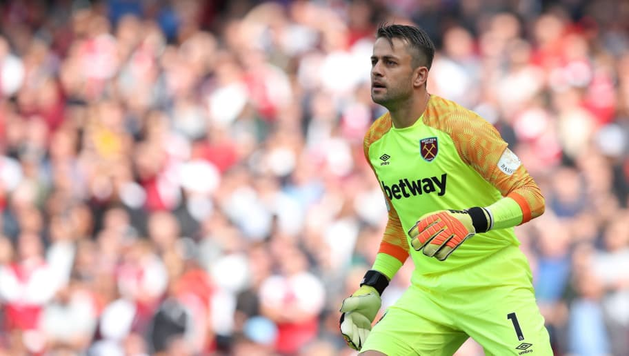 LONDON, ENGLAND - AUGUST 25: Lukasz Fabianski of West Ham United during the Premier League match between Arsenal FC and West Ham United at Emirates Stadium on August 25, 2018 in London, United Kingdom. (Photo by James Williamson - AMA/Getty Images)