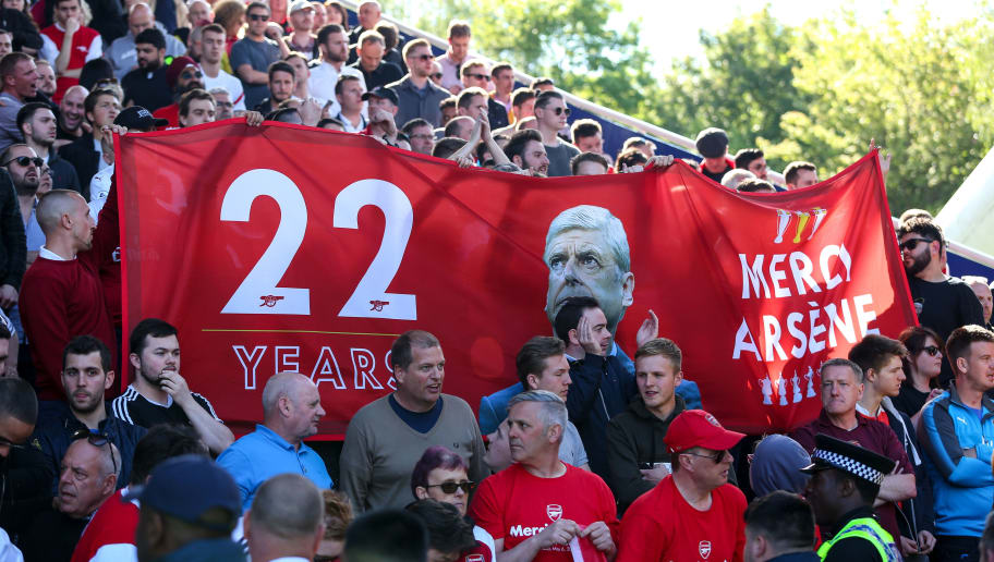 HUDDERSFIELD, ENGLAND - MAY 13: Fans of Arsenal hold up a banner for Arsene Wenger head coach / manager of Arsenal during the Premier League match between Huddersfield Town and Arsenal at John Smith's Stadium on May 13, 2018 in Huddersfield, England. (Photo by Robbie Jay Barratt - AMA/Getty Images)
