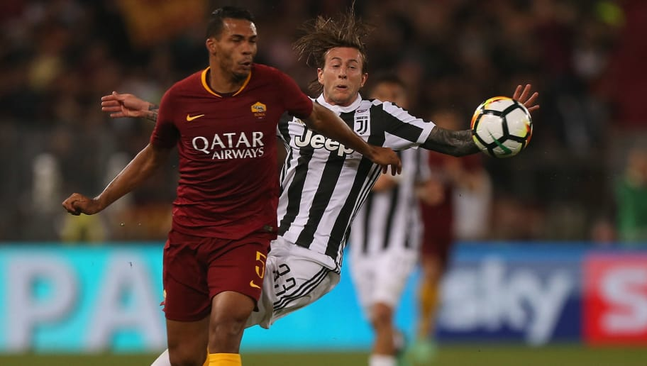 ROME, ITALY - MAY 13: Juan Jesus of AS Roma competes for the ball with Federico Bernardeschi of Juventus during the Serie A match between AS Roma and Juventus at Stadio Olimpico on May 13, 2018 in Rome, Italy.  (Photo by Paolo Bruno/Getty Images)