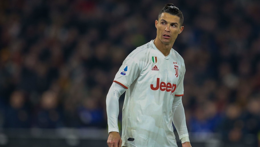 Cristiano Ronaldo's Shirtless 'Charging' Picture Goes Viral on Twitter
