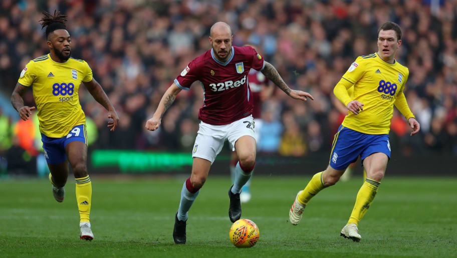 BIRMINGHAM, ENGLAND - NOVEMBER 25: Alan Hutton of Aston Villa beats Jacques Maghoma and Craig Gardener of Birmingham City during the Sky Bet Championship match between Aston Villa and Birmingham City at Villa Park on November 25, 2018 in Birmingham, England. (Photo by Catherine Ivill/Getty Images)