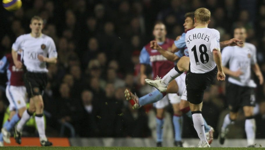 BIRMINGHAM, UNITED KINGDOM - DECEMBER 23:  Manchester United's Paul Scholes scores his goal during the Barclays Premiership match between Aston Villa and Manchester United at Villa Park on December 23, 2006 in Birmingham, England.  (Photo by Stu Forster/Getty Images)