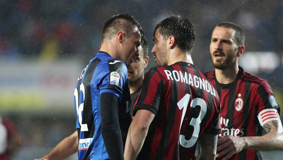 BERGAMO, ITALY - MAY 13:  Josip Ilicic (L) of Atalanta BC disputes with Alessio Romagnoli (C) of AC Milan during the serie A match between Atalanta BC and AC Milan at Stadio Atleti Azzurri d'Italia on May 13, 2018 in Bergamo, Italy.  (Photo by Marco Luzzani/Getty Images)