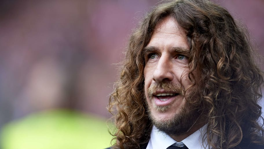 BILBAO, SPAIN - MAY 05:  EX-footballer Carles Puyol receives the One Club Man  Award during the La Liga match between Athletic Club Bilbao and Real Betis Balompie at San Mames Stadium on May 5, 2018 in Bilbao, Spain.  (Photo by Juan Manuel Serrano Arce/Getty Images)