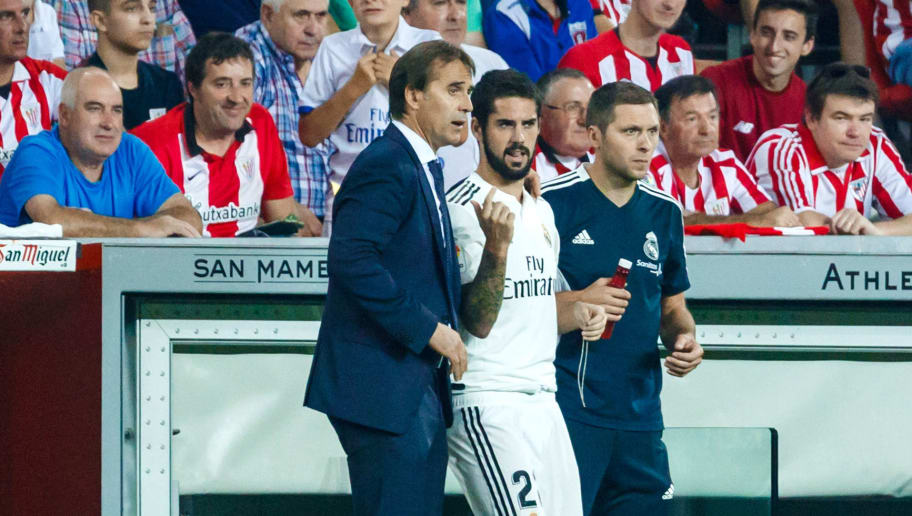 BILBAO, SPAIN - SEPTEMBER 15: Head coach Julen Lopetegui of Real Madrid speaks with Isco Alarcon of Real Madrid during the La Liga match between Athletic Club and Real Madrid CF at San Mames Stadium on September 15, 2018 in Bilbao, Spain. (Photo by TF-Images/Getty Images)
