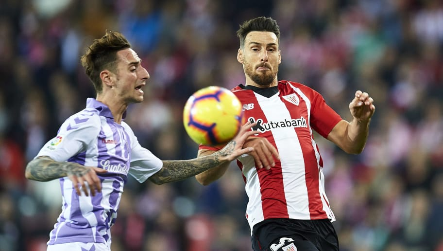 BILBAO, SPAIN - DECEMBER 22: Fernando Calero of Real Valladolid CF competes for the ball with Aritz Aduriz of Athletic Club during the La Liga match between Athletic Club and Real Valladolid CF at San Mames Stadium on December 22, 2018 in Bilbao, Spain. (Photo by Juan Manuel Serrano Arce/Getty Images)