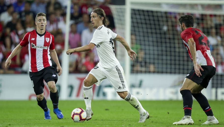 BILBAO, SPAIN - SEPTEMBER 15: Iker Muniain Goni of Athletic Club Bilbao, Toni Kroos of Real Madrid CF, Raul Garcia Escudero of Athletic Club Bilbao  during the La Liga Santander  match between Athletic de Bilbao v Real Madrid at the Estadio San Mames on September 15, 2018 in Bilbao Spain (Photo by David S. Bustamante/Soccrates/Getty Images)