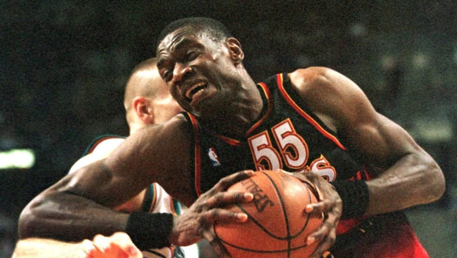 AUBURN HILLS, UNITED STATES:  Atlanta Hawks' Dikembe Mutombo gives an elbow to Detroit Pistons' Eric Montross as he drives to the basket during the first half of their 07 April 1999 game in Auburn Hills, Michigan. AFP PHOTO Jeff KOWALSKY (Photo credit should read JEFF KOWALSKY/AFP/Getty Images)