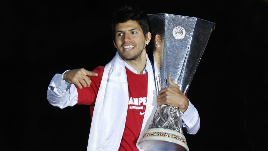 MADRID, SPAIN - MAY 13:  Atletico Madrid player Sergio Aguero celebrates with the trophy at the Neptuno fountain in Madrid the day after Atletico won the UEFA Europa League Cup final on May 13, 2010 in Madrid, Spain. Atletico beat Fulham in the final in Hamburg.  (Photo by Angel Martinez/Getty Images)