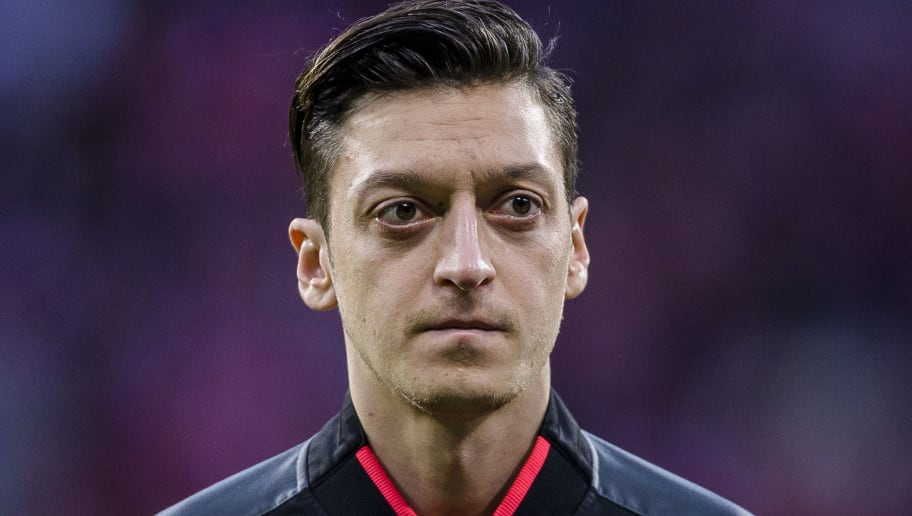 MADRID, SPAIN - MAY 03: Mesut Ozil of Arsenal FC reacts prior to the UEFA Europa League 2017-18 semi-finals (2nd leg) match between Atletico de Madrid and Arsenal FC at Wanda Metropolitano on May 03 2018 in Madrid, Spain. (Photo by Power Sport Images/Getty Images)