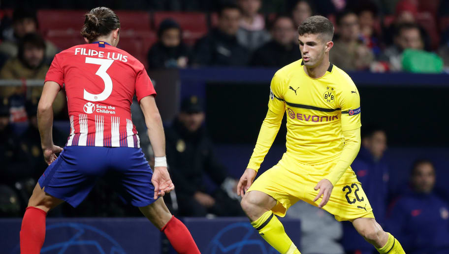 MADRID, SPAIN - NOVEMBER 6: (L-R) Filipe Luis of Atletico Madrid, Christian Pulisic of Borussia Dortmund during the UEFA Champions League  match between Atletico Madrid v Borussia Dortmund at the Estadio Wanda Metropolitano on November 6, 2018 in Madrid Spain (Photo by David S. Bustamante/Soccrates/Getty Images)
