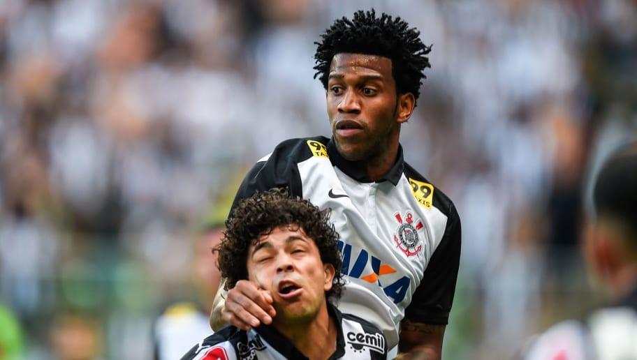 """Contratação dos sonhos, Gil ainda pode dar """"dor de cabeça"""" para a diretoria do Corinthians"""