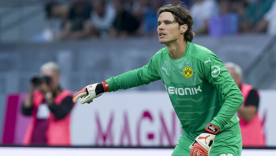 VIENNA, AUSTRIA - JULY 13: Goalkeeper Marwin Hitz of Borussia Dortmund gestures during the friendly match between Austria Wien and Borussia Dortmund at Generali Arena on July 13, 2018 in Vienna, Austria. (Photo by TF-Images/Getty Images)