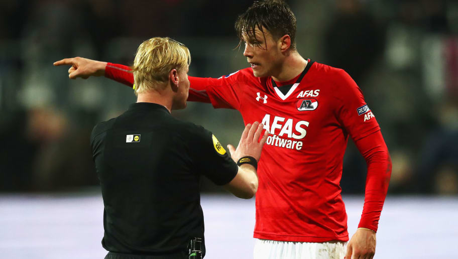 ALKMAAR, NETHERLANDS - MARCH 02:  Referee, Kevin Blom speaks to Wout Weghorst of AZ Alkmaar after he changes his mind after speaking on his radio and mircophone via video evidence during the Dutch KNVB Cup Semi-final match between AZ Alkmaar and SC Cambuur held at AFAS Stadion on March 2, 2017 in Alkmaar, Netherlands.  (Photo by Dean Mouhtaropoulos/Getty Images)