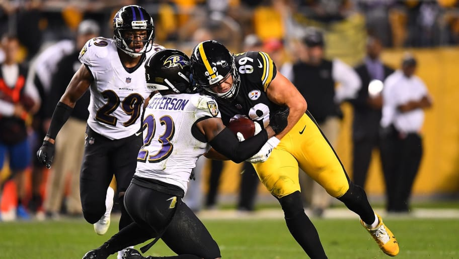 PITTSBURGH, PA - SEPTEMBER 30: Vance McDonald #89 of the Pittsburgh Steelers is wrapped up for a tackle by Tony Jefferson #23 of the Baltimore Ravens in the second quarter during the game at Heinz Field on September 30, 2018 in Pittsburgh, Pennsylvania. (Photo by Joe Sargent/Getty Images)