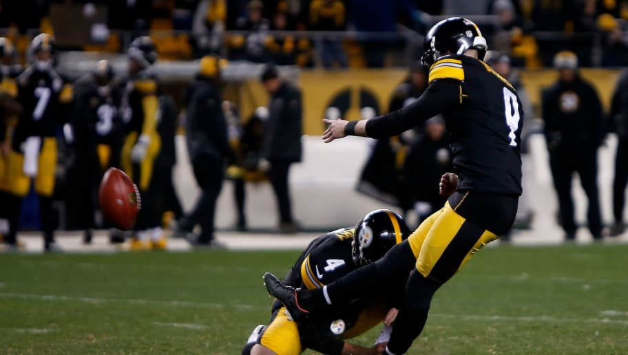 PITTSBURGH, PA - DECEMBER 10: Chris Boswell #9 of the Pittsburgh Steelers kicks a 46 yard field goal in the fourth quarter during the game against the Baltimore Ravens at Heinz Field on December 10, 2017 in Pittsburgh, Pennsylvania. (Photo by Justin K. Aller/Getty Images)