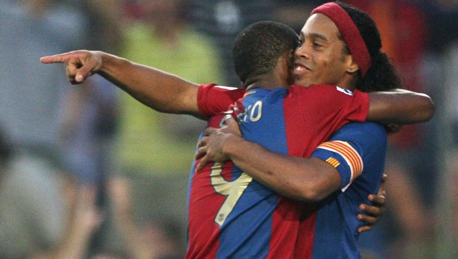 Barcelona Brazilian Ronaldinho (R) and C