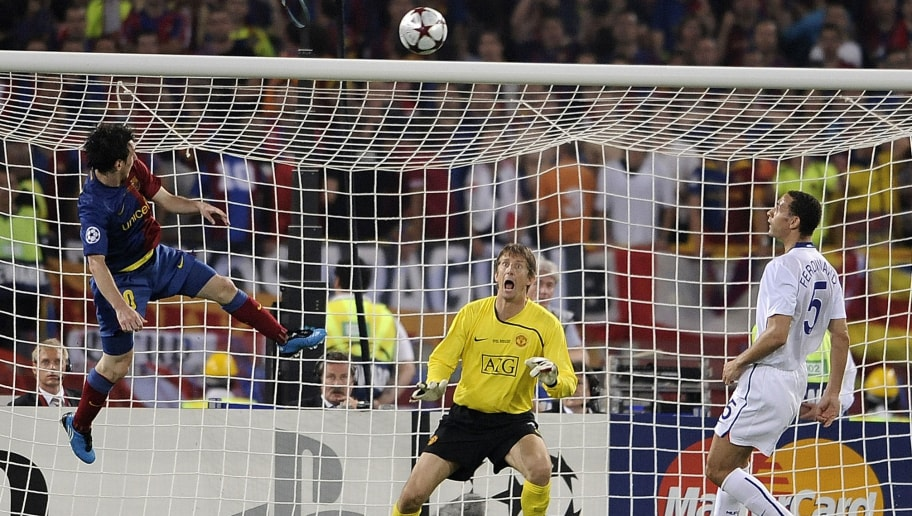 Barcelona´s Argentinian forward Lionel Messi (L) scores against Manchester United's Dutch goalkeeper Edwin van der Sar (C) during the final of the UEFA football Champions League on May 27, 2009 at the Olympic Stadium in Rome.       AFP PHOTO / FILIPPO MONTEFORTE (Photo credit should read FILIPPO MONTEFORTE/AFP/Getty Images)