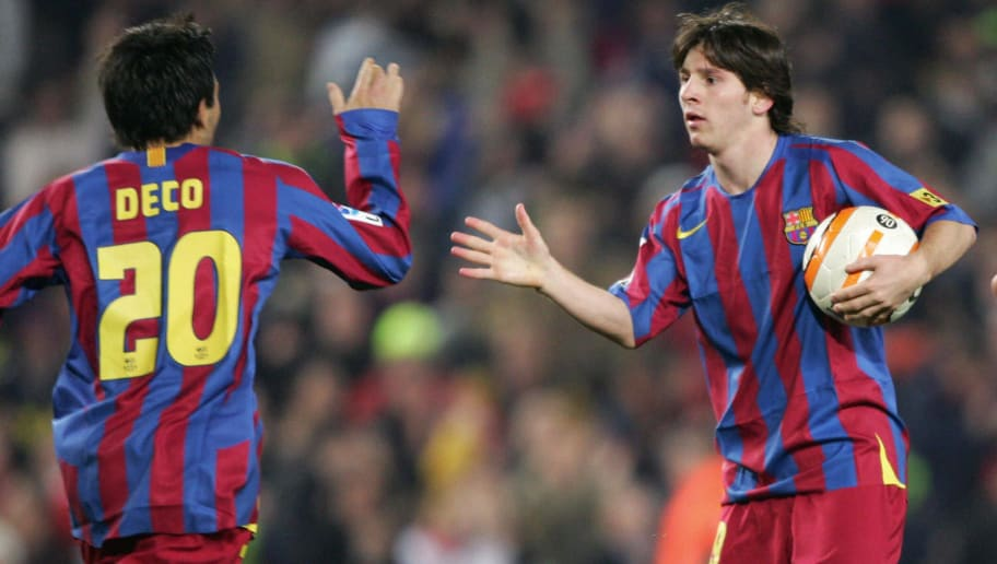 Barcelona's Argentinian Leo Messi (R) ce