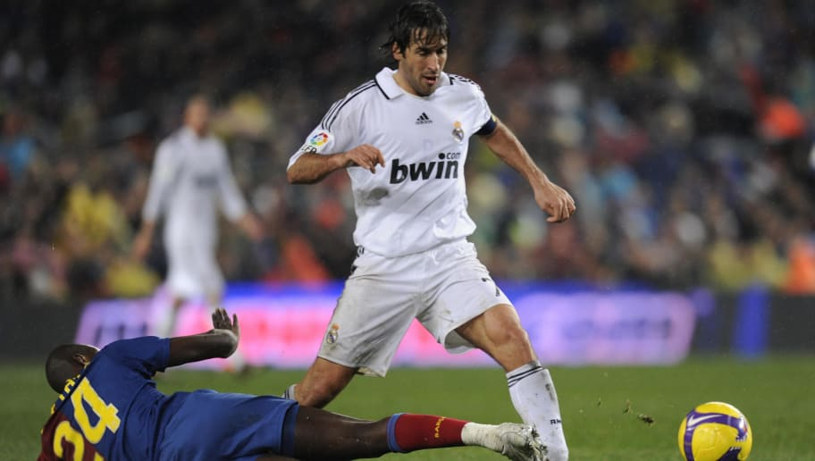 Barcelona's midfileder Yaya Toure (L) vies with Madrid's Captain forward Raul (R) during their Spanish League football match at Camp Nou stadium in Barcelona on December 13, 2008. AFP PHOTO/LLUIS GENE (Photo credit should read LLUIS GENE/AFP/Getty Images)