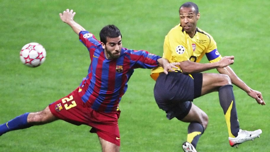 Saint-Denis, FRANCE:  Barcelona's Spanish defender Oleguer Presas (L) vies with Arsenal's French forward and team captain Thierry Henry during the UEFA Champion's League final football match Barcelona vs. Arsenal, 17 May 2006 at the Stade de France in Saint-Denis, northern Paris.  AFP PHOTO GABRIEL BOUYS  (Photo credit should read GABRIEL BOUYS/AFP/Getty Images)