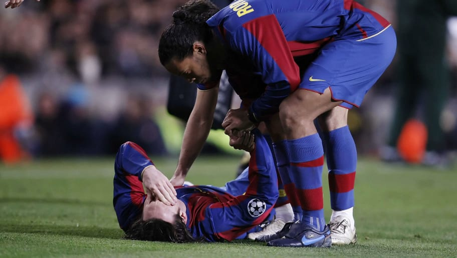 BARCELONA, SPAIN - MARCH 04:  Lionel Messi (L) of Barcelona is consoled by teammate Ronaldinho after getting injured during the UEFA Champions League 2nd leg of the First knockout round match between FC Barcelona and Celtic at the Camp Nou stadium on March 4, 2008 in Barcelona, Spain.  (Denis Doyle/Getty Images for UEFA)