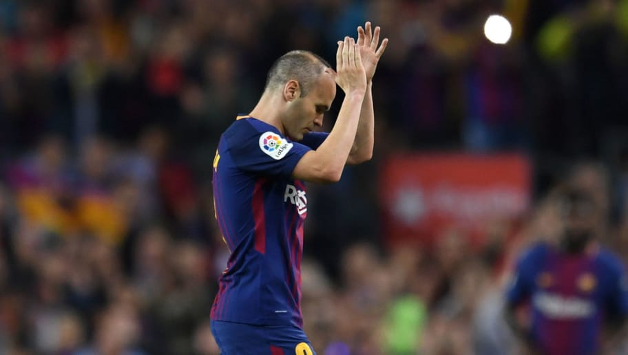 BARCELONA, SPAIN - MAY 06:  Andres Iniesta of Barcelona applauds the crowd as he is substituted in his final El Clasico during the La Liga match between Barcelona and Real Madrid at Camp Nou on May 6, 2018 in Barcelona, Spain.  (Photo by David Ramos/Getty Images)