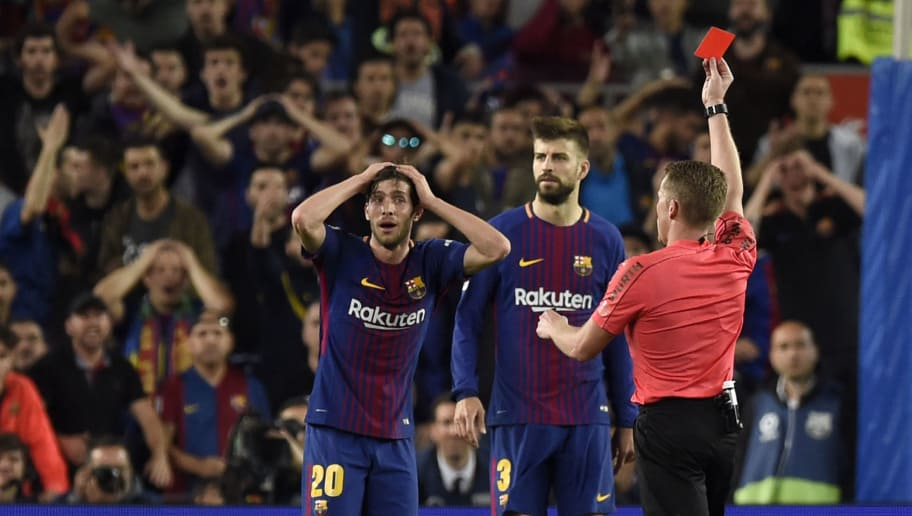 BARCELONA, SPAIN - MAY 06:  Alejandro Jose Hernandez Hernandez shows a red card to Sergi Roberto of Barcelona as he is sent off during the La Liga match between Barcelona and Real Madrid at Camp Nou on May 6, 2018 in Barcelona, Spain.  (Photo by Alex Caparros/Getty Images)