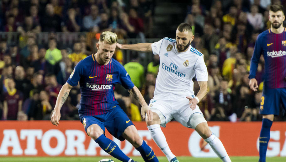 BARCELONA, SPAIN - MAY 06: Ivan Rakitic of FC Barcelona fights for the ball with Karim Benzema of Real Madrid during the La Liga match between Barcelona and Real Madrid at Camp Nou on May 6, 2018 in Barcelona, Spain. (Photo by Power Sport Images/Getty Images)