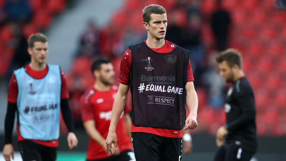 LEVERKUSEN, GERMANY - OCTOBER 04:  Sven Bender of Bayer 04 Leverkusen warms up prior to the UEFA Europa League Group A match between Bayer 04 Leverkusen and AEK Larnaca  at BayArena on October 4, 2018 in Leverkusen, Germany.  (Photo by Maja Hitij/Getty Images)