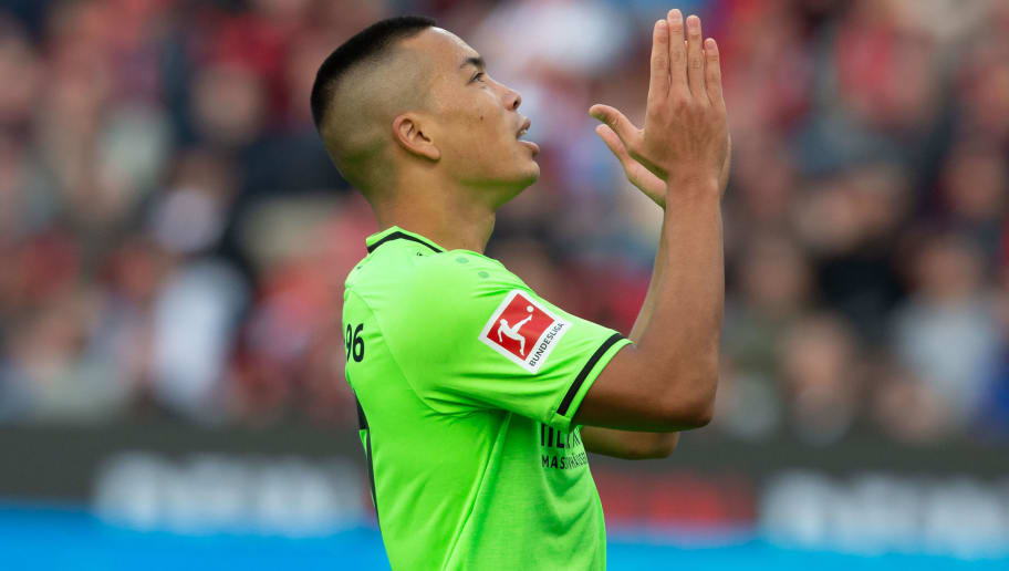 LEVERKUSEN, GERMANY - OCTOBER 20: Bobby Wood of Hannover 96 gestures during the Bundesliga match between Bayer 04 Leverkusen and Hannover 96 at BayArena on October 20, 2018 in Leverkusen, Germany. (Photo by TF-Images/Getty Images)