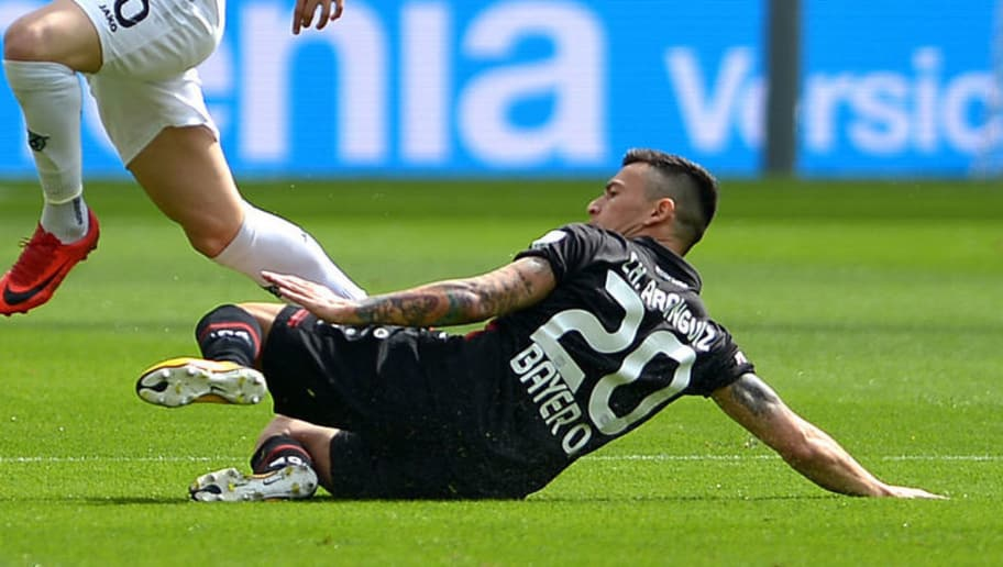 LEVERKUSEN, GERMANY - MAY 12: Sebastian Maier of Hannover and Charles Aranguiz of Leverkusen battle for the ball during the Bundesliga match between Bayer 04 Leverkusen and Hannover 96 at BayArena on May 12, 2018 in Leverkusen, Germany. (Photo by TF-Images/Getty Images)