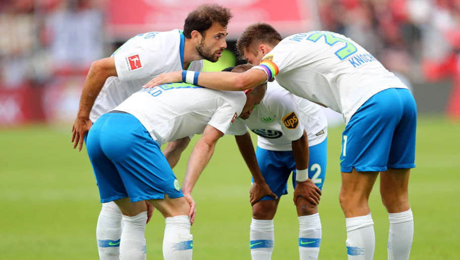 LEVERKUSEN, GERMANY - SEPTEMBER 01: The team of Wolfsburg (L-R) with Admir Mehmedi, Maximilan Arnold, William and Robin Knoche comes together during the Bundesliga match between Bayer 04 Leverkusen and VfL Wolfsburg at BayArena on September 1, 2018 in Leverkusen, Germany. The match between Leverkusen and Wolfsburg ended 1-3. (Photo by Christof Koepsel/Bongarts/Getty Images)