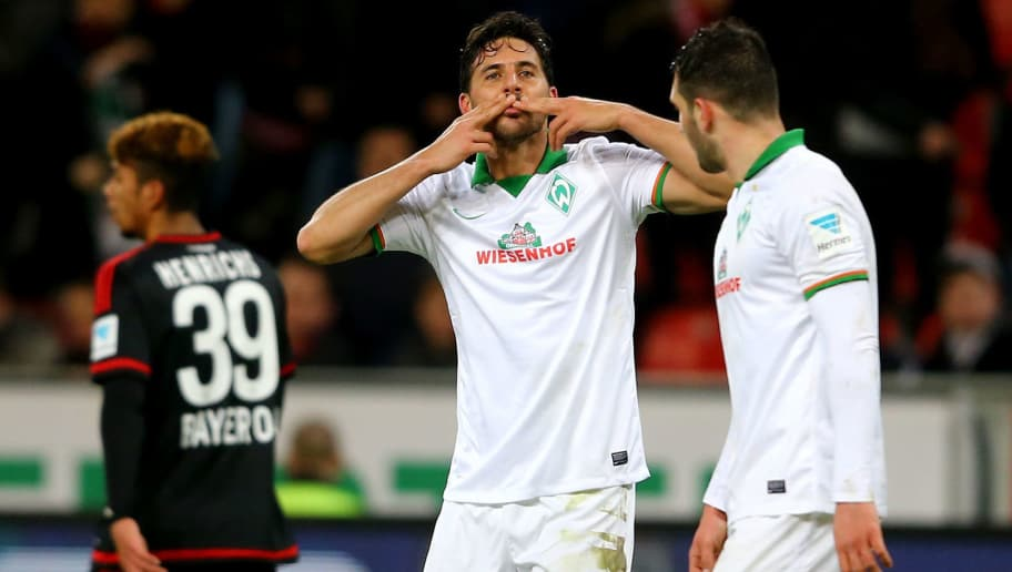 LEVERKUSEN, GERMANY - MARCH 02: Claudio Pizarro of Bremen (C) sends a kiss to the fans after his third goal during the Bundesliga match between Bayer Leverkusen and Werder Bremen at BayArena on March 2, 2016 in Leverkusen, Germany.  (Photo by Christof Koepsel/Bongarts/Getty Images)