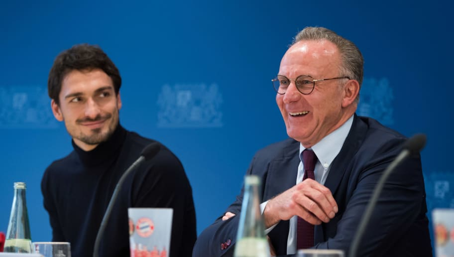 MUNICH, GERMANY - NOVEMBER 28: Mats Hummels  of FC Bayern Muenchen and Karl-Heinz Rummenigge, CEO of FC Bayern Muenchen attend a press conference at the Bayerische Staatsministerium fuer Umwelt und Verbraucherschutz (Bavarian ministry for the environment and consumer protection) on November 28, 2017 in Munich, Germany. (Photo by Sebastian Widmann/Bongarts/Getty Images)