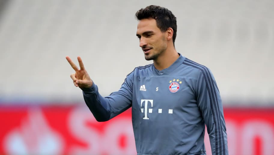 ATHENS, GREECE - OCTOBER 22:  Mats Hummels of Bayern Munich reacts during a training session ahead of their UEFA Champions League Group E match against AEK Athens at Athens Olympic Stadium on October 22, 2018 in Athens, Greece.  (Photo by Alexander Hassenstein/Bongarts/Getty Images)