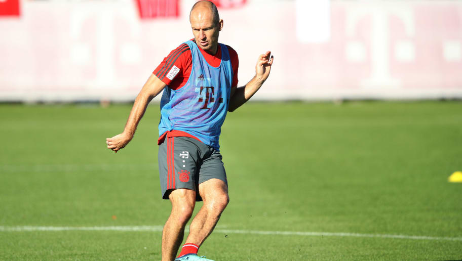 MUNICH, GERMANY - OCTOBER 11:  Arjen Robben of FC Bayern controls the ball during Bayern Muenchen training at Saebener Strasse training ground on October 11, 2018 in Munich, Germany.  (Photo by Adam Pretty/Bongarts/Getty Images)