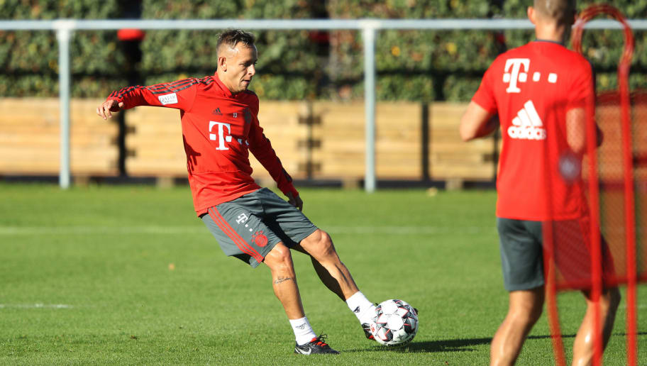 MUNICH, GERMANY - OCTOBER 11:  Rafinha of FC Bayern controls the ball during Bayern Muenchen training at Saebener Strasse training ground on October 11, 2018 in Munich, Germany.  (Photo by Adam Pretty/Bongarts/Getty Images)