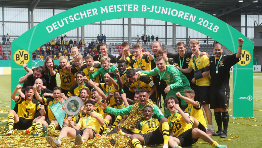 MUNICH, GERMANY - JUNE 17:  Players of Borussia Dortmund celebrate winning the B Juniors German Championship after the final match between FC Bayern Muenchen U17 and Borussia Dortmund U17 on June 17, 2018 in Munich, Germany.  (Photo by Alexandra Beier/Bongarts/Getty Images)
