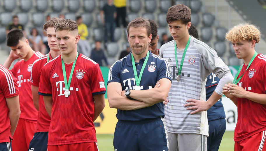 MUNICH, GERMANY - JUNE 17: Team coach Holger Seitz (C) and his players of FC Bayern Muenchen react after their team's loss of the B Juniors German Championship final between FC Bayern Muenchen U17 and Borussia Dortmund U17 on June 17, 2018 in Munich, Germany. Dortmund won the match 3-2.  (Photo by Alexandra Beier/Bongarts/Getty Images)