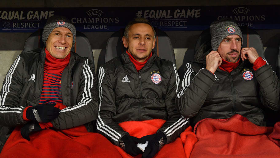 MUNICH, GERMANY - FEBRUARY 20: Arjen Robben (l-r), Rafinha and Franck Ribery of Bayern Muenchen share a laugh prior to the UEFA Champions League Round of 16 First Leg match between Bayern Muenchen and Besiktas at Allianz Arena on February 20, 2018 in Munich, Germany. (Photo by Sebastian Widmann/Bongarts/Getty Images)