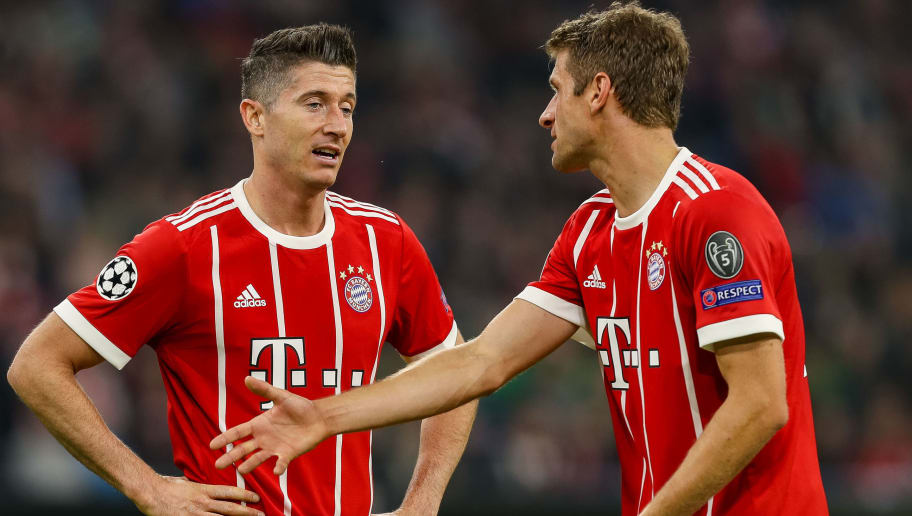 MUNICH, GERMANY - OCTOBER 18: Robert Lewandowski of Bayern Muenchen speak with Thomas Mueller of Bayern Muenchen during the UEFA Champions League group B match between Bayern Muenchen and Celtic FC at Allianz Arena on October 18, 2017 in Munich, Germany. (Photo by TF-Images/TF-Images via Getty Images)