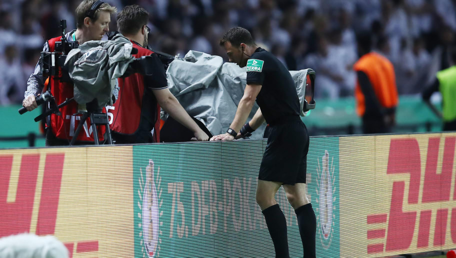 BERLIN, GERMANY - MAY 19: Referee Felix Zwayer checks the second goal of Frankfurt in the review area during the DFB Cup final between Bayern Muenchen and Eintracht Frankfurt at Olympiastadion on May 19, 2018 in Berlin, Germany. (Photo by Maja Hitij/Bongarts/Getty Images)
