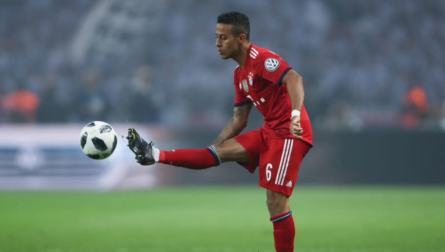 BERLIN, GERMANY - MAY 19:  Thiago Alcantara of Muenchen controls the ball during the DFB Cup final between Bayern Muenchen and Eintracht Frankfurt at Olympiastadion on May 19, 2018 in Berlin, Germany.  (Photo by Alex Grimm/Bongarts/Getty Images)